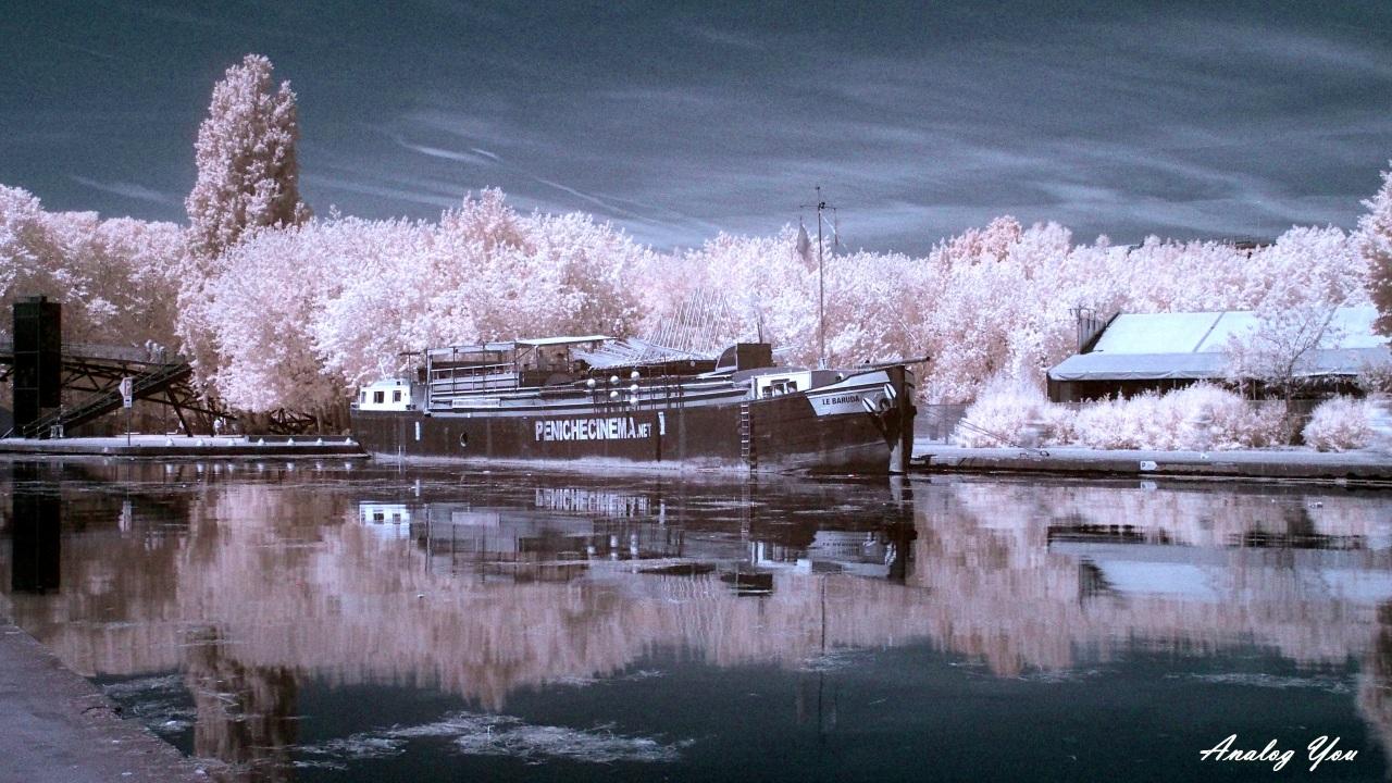 La Péniche Cinéma - Photo infrarouge - Olympus OMD-EM5 avec filtre Hoya