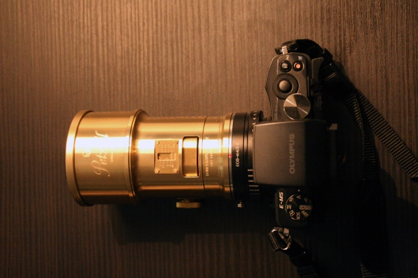 Olympus OM-D E-M5 avec l'objectif Petzval