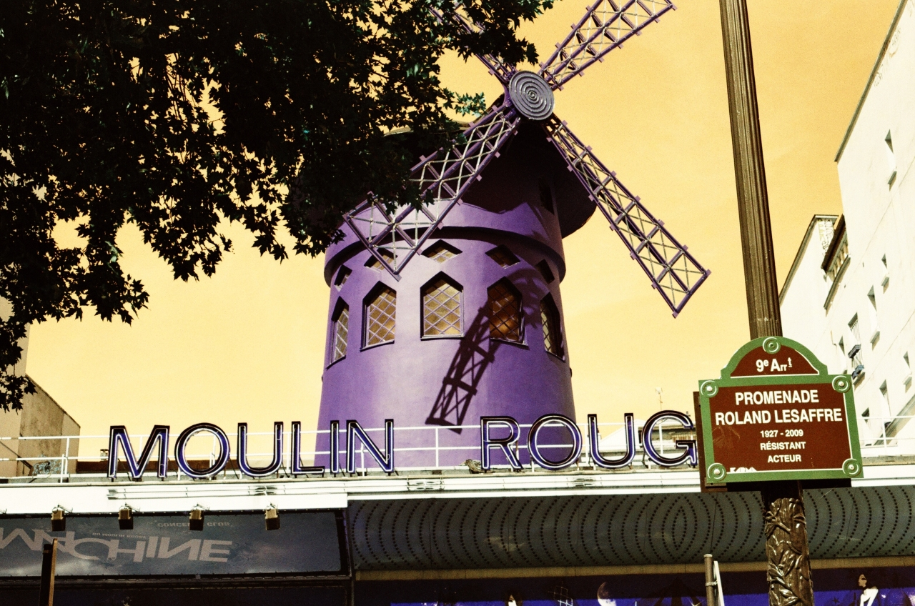 Le Moulin Rouge Paris - Lomochrome Turquoise - Canon A1