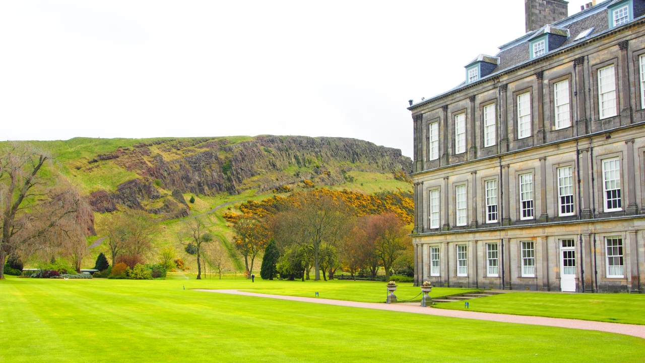 Palace of Holyroodhouse et Arthur's seat - Olympus OM-D E-M5